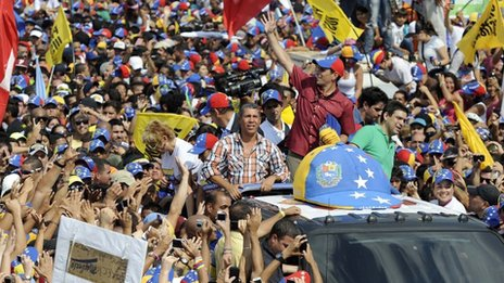 Capriles on the campaign trail (archive)
