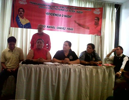 Venetur union representatives announcing points agreed after their worker assembly on Tuesday (prensa Marea Socialista)