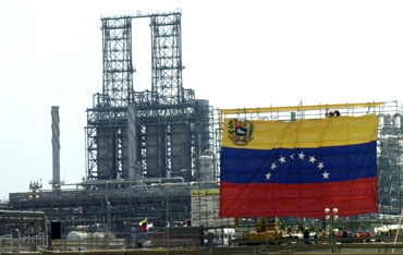 95% of Venezuela's foreign export earnings in Venezuela come from oil sales (archive)