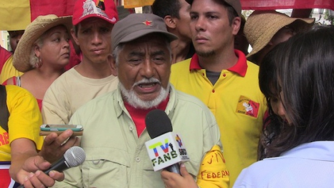 Deputy of the Venezuelan National Assembly, Braulio Alvarez, stands with the protestors in rejection of the Supreme Court decision. (Aporrea Tvi)