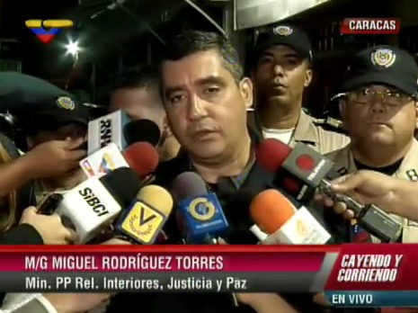 Venezuelan Justice Minister Miguel Rodriguez Torres expressed grief and his determination to identify the sniper who killed policeman Jorge Colina, and wounded two others. (aporrea.org)