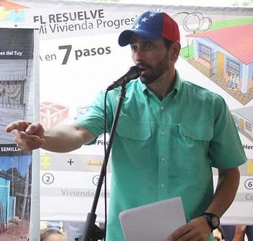 """Opposition leader Henrique Capriles has continued to call for expressions of protest, repeating his argument on Wednesday that the opposition could """"channel"""" discontent over the economy into a force capable of defeating the government at the next opportunity. (El Universal)"""