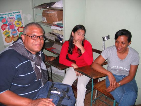 Johnny Moreno (left) teaching a Mision Robinson [literacy] class in 2004, in El Valle, Caracas. (Sujatha Fernandes)