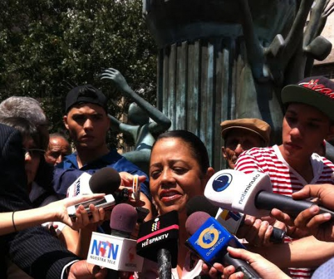 Yesenia Fuentes, president of the Association of Victims of April 11, 2002 (Asovic) speaking at a Press Conference on Llaguno bridge