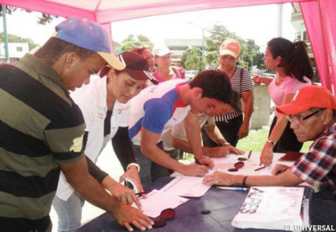 Hard-line groups of the Venezuelan opposition, led by the Popular Will (VP) party of jailed politician Leopoldo Lopez, have launched a signature drive in an attempt to convoke a national constituent assembly and remove the Bolivarian government from power  (VP – Yaracuy).
