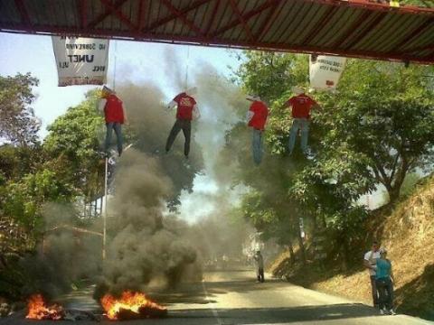 Chavista effigies hung in 2014. (TeleSUR)