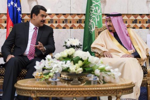 Venezuelan Foreign Minister Delcy Rodriguez tweeted the above image of President Maduro and King Salman together in Saudi Arabia, during a January 2015 diplomatic visit. (Photo: Saudi Press Agency)