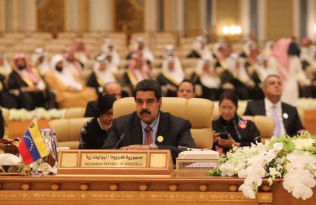 Venezuelan president Nicolas Maduro addresses the ASPA bloc in Riyadh, Saudi Arabia on November 12th, 2015. (AVN)