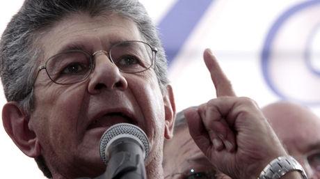 Democratic Action leader, Ramos Allup, stated that Diaz was shot from close range (El Nacional)