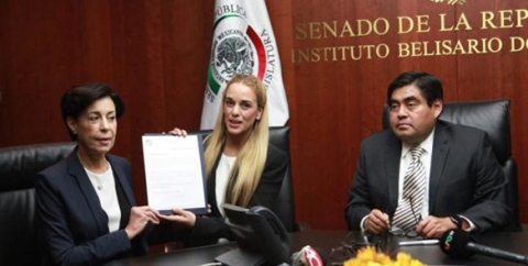 Lilian Tintori in the Mexican senate (El Universal)