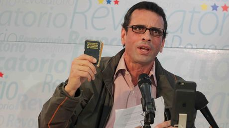 Miranda Governor Henrique Capriles has called for further protests outside of the CNE in violation of the TSJ order. (Courtesy of Prensa Miranda)