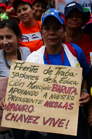 "Nancy Guzman: ""Education Workers' Front, Baruta Municipality, supporting our president, Nicolas Maduro. Chavez lives. (Jonas Holldack/Venezuelanalysis)"