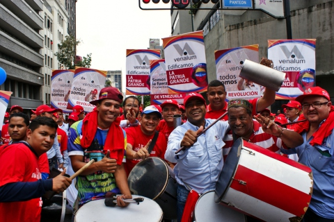 Workers from Venezuela's state aluminum company VENALUM. (Jonas Holldack/Venezuelanalysis)
