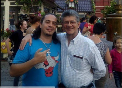 An image circulated on social media of David posing with National Assembly head Ramos Allup in Moscow. (via Ciudad CCS)