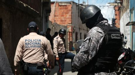 Grassroots revolutionary groups have accused Venezuelan police of engaging in repressive practices under the cover of the government's national anti-crime campaign, the OLP. (Archive)
