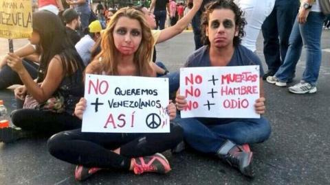 Upper class Venezuelan opposition protesters. (@Pmvesga/twitter)
