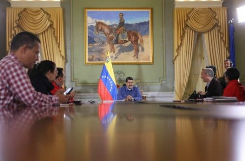 President Nicolas Maduro says Venezuelans will now have until January 20 to use their BsF100 bills. (Prensa Presidencial)