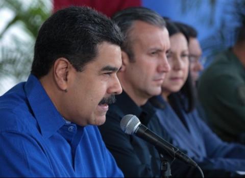 Venezuelan President Nicolas Maduro stands with Vice-President Tarek El Aissami (left). (AVN)