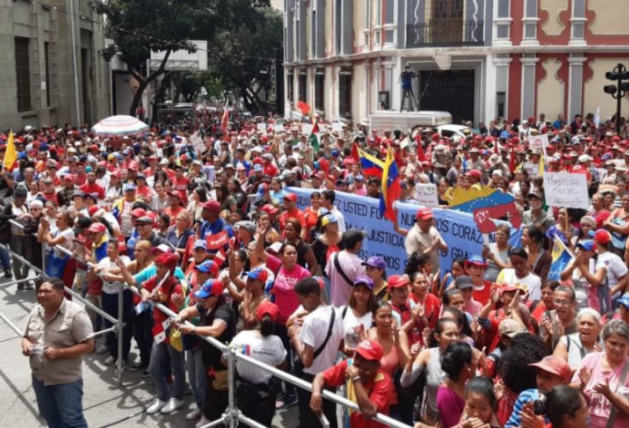 Crowds gathered for the communard march in Caracas Saturday. (Kelly Carreno / Sputnik)