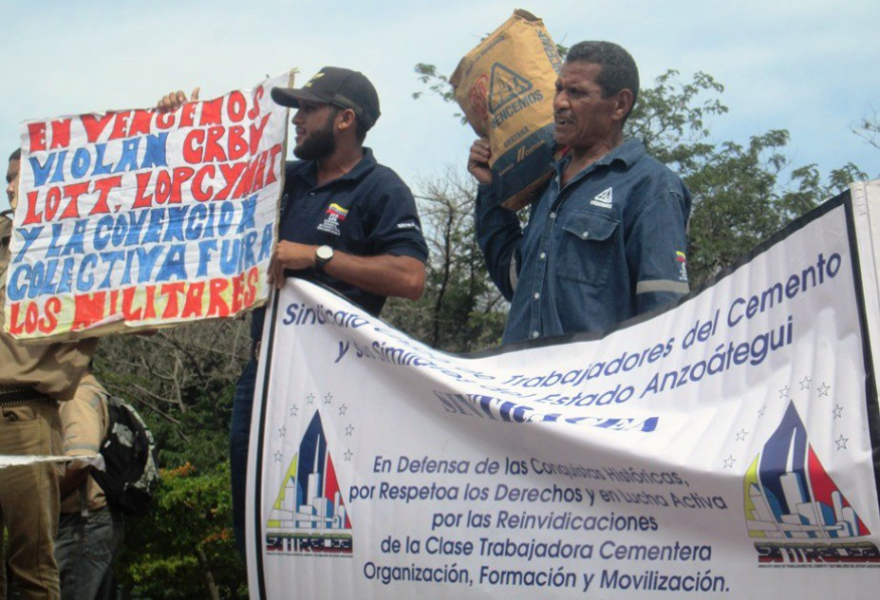 Cement workers protest in Anzoategui state (Aporrea)
