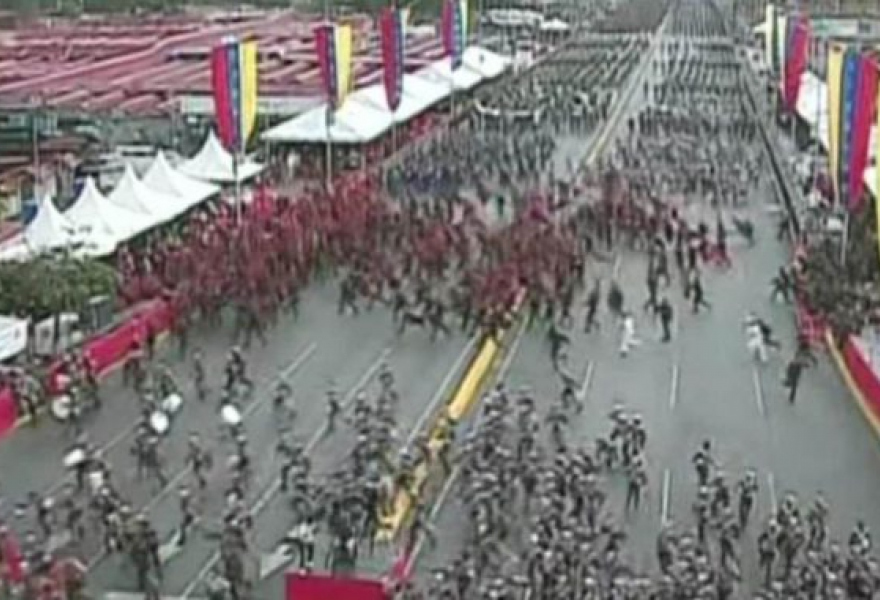 Crowds fled the explosions during anniversary celebrations of the National Guard (VTV)