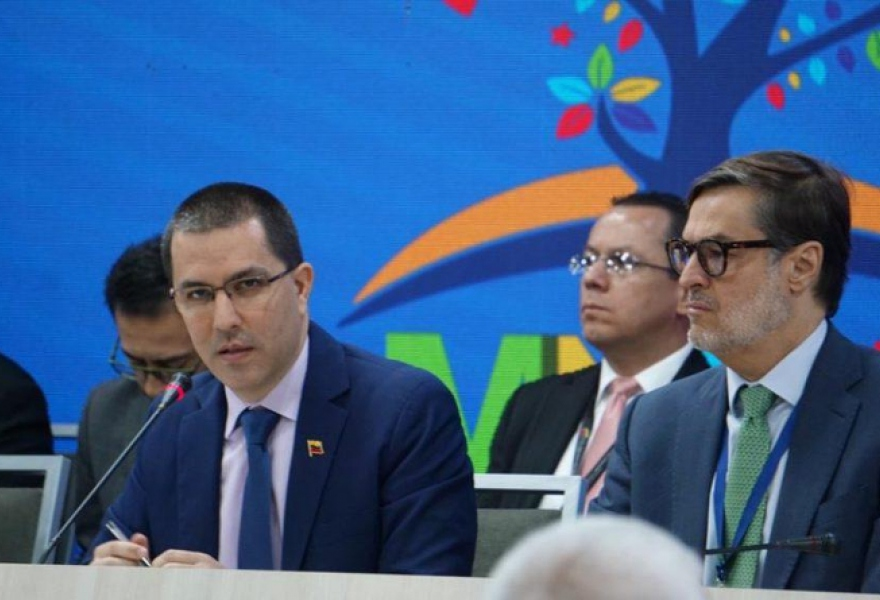 Venezuela's Foreign Minister Jorge Arreaza presides over the closing session of the NAM meeting. (Presidential Press)