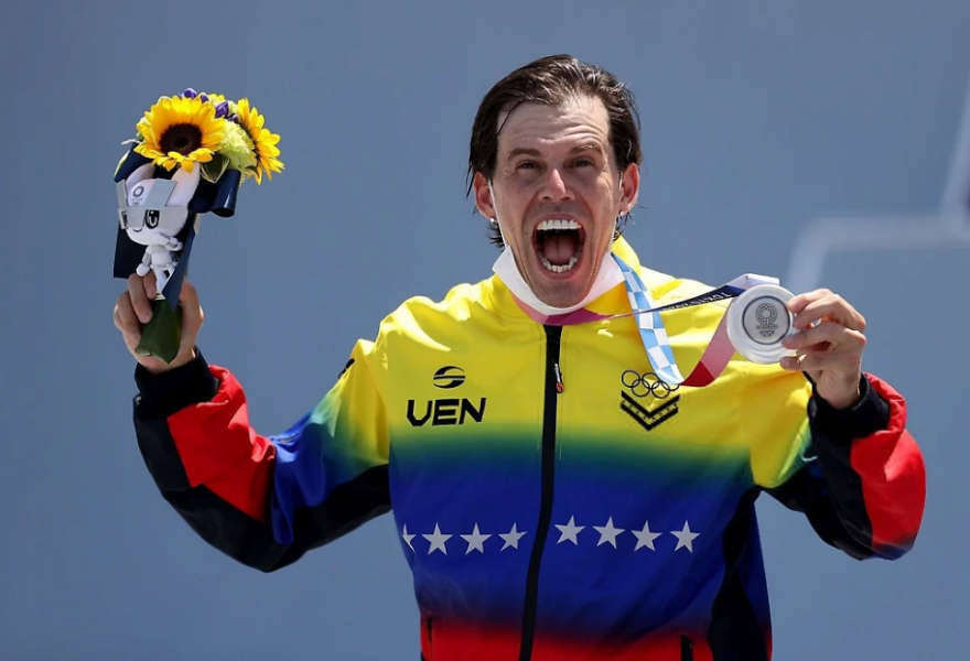 Daniel Dhers was ecstatic after taking silver in the Olympic BMX freestyle competition. (Youth and Sports Ministry)
