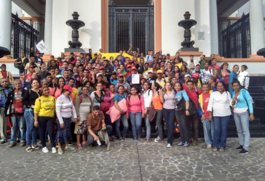 El Maizal communards and their supporters rally to demand the Venezuelan Supreme Court recognise Angel Prado as mayor of the Simon Planas municipality in Lara. (@ComunaElMaizal)