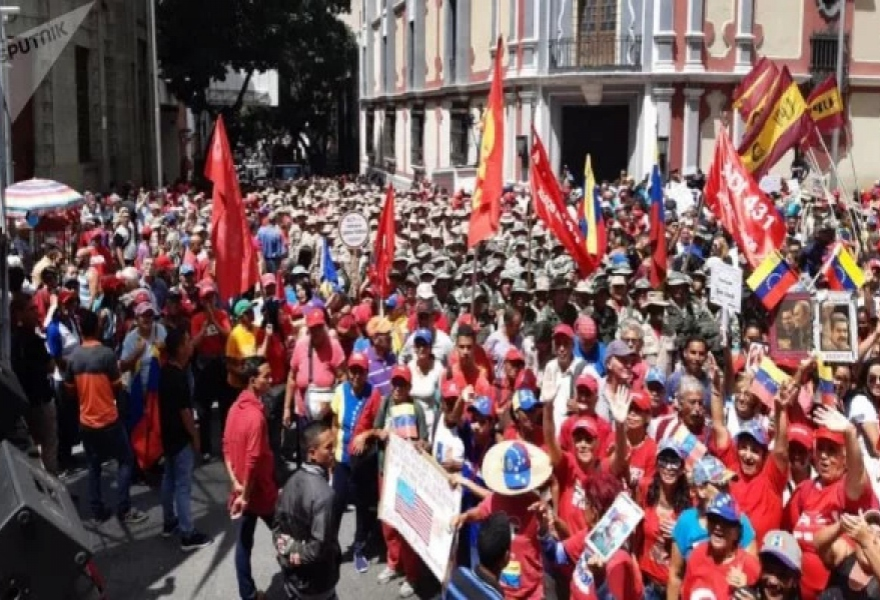 Pro-government Venezuelans took to the streets on Saturday to welcome the Forum and celebrate Chavez's 65th birthday. (Kelly Carreno / Sputnik)