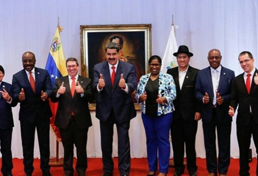 Venezuela's President (center) and Foreign Minister (right) join a number of world diplomats in giving a thumbs up following a successful NAM meeting. (Presidential Press)