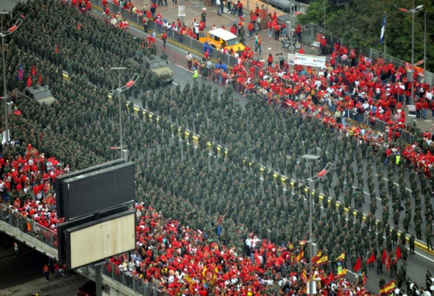 Bolivarian Militias fill Avenida Bolivar in Caracas  (Correo del Orinoco)