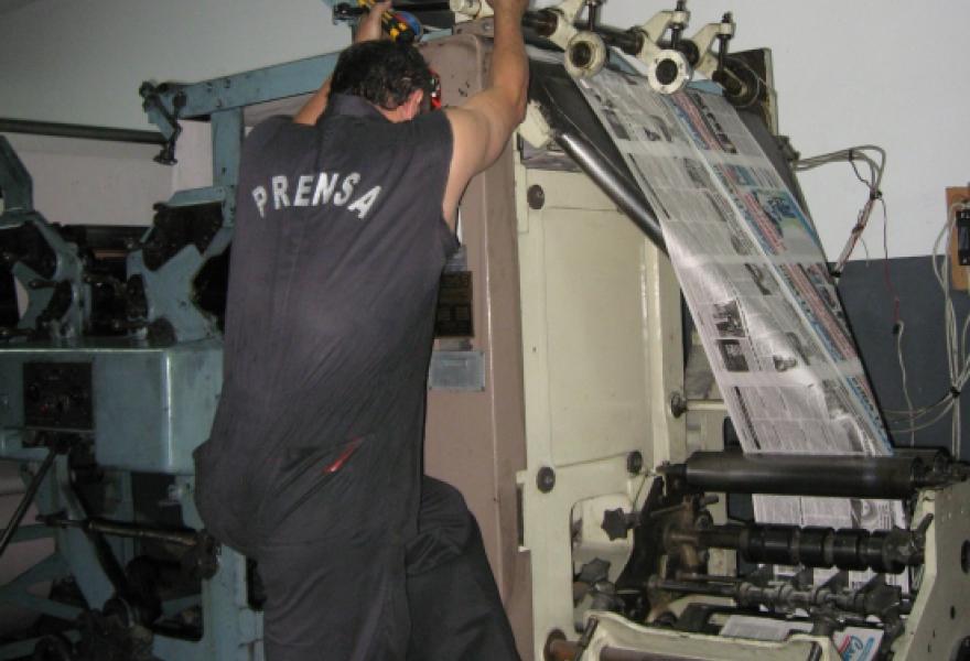 Pressman Javier Eduardo Vera at work (Marcy Rein).
