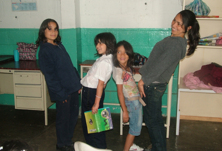 Jeaneth Lopez (right) with students of the alternative school (Tamara Pearson)