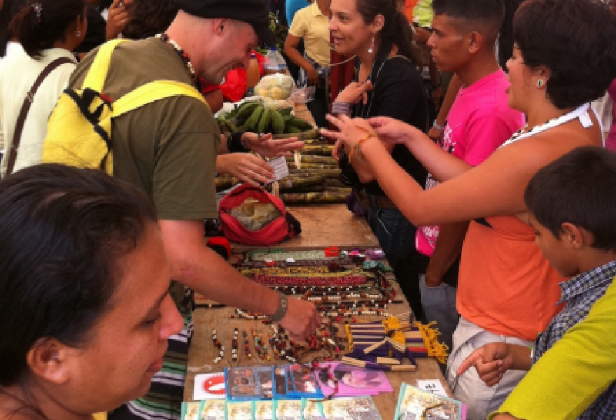 Community members gather in Macanillas, Falcón, to exchange goods using local currency. (Gregory Wilpert)
