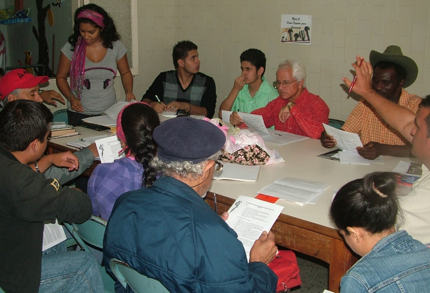 One of the working groups discusses how grassroots media can sustain itself (Tamara Pearson/Venezuelanalysis.com)