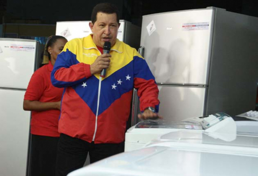 "Chavez explaining the 'My well equiped house"" program, where the government sells white goods at affordable prices (AVN)"