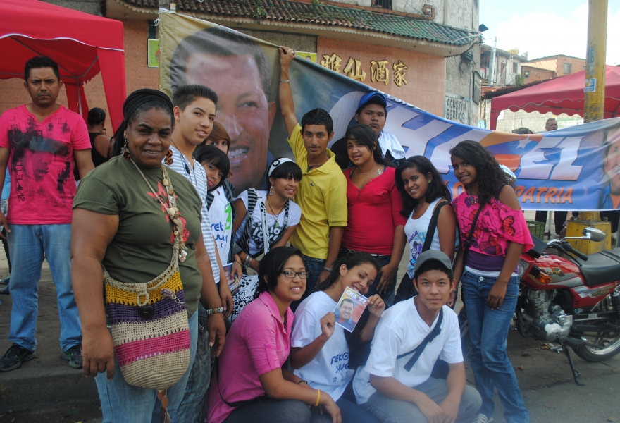 Lots of the local youth turned out to support current president, Hugo Chavez (Rachael Boothroyd - Venezuelanalysis)