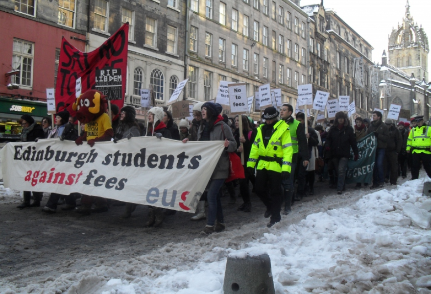 In many Western liberal democracies, political participation has been reduced to struggling to defend social rights. Here, students in the Scottish capital Edinburgh march to protest against increases in student tuition fees in England and the possible introduction of fees in Scotland. In Venezuela, university education is free. (Ewan Robertson - December 2010)