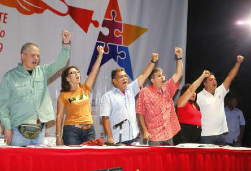 PSUV candidate for governor of Miranda State, Elias Jaua, with political colleagues at a launch event for the national debate of Venezuela's Socialist Plan 2013 – 2019 in Miranda on Sunday (AVN)