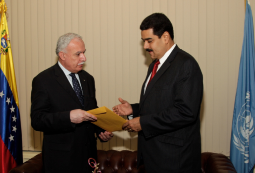 Venezuelan vice president Nicolas Maduro (right) with Palestinian foreign minister, Riad-Al-Maliki this Tuesday (VTV)