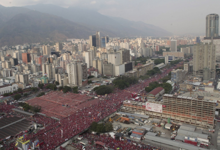 An aerial shot of central Caracas filling with Chavistas the day of Nicolas Maduro's final campaign rally (Comando Hugo Chavez)