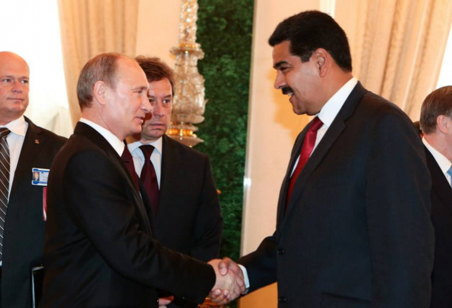 Venezuelan President Nicolas Maduro (right) with Russian President Vladimir Putin, at the GECF summit yesterday (AVN)