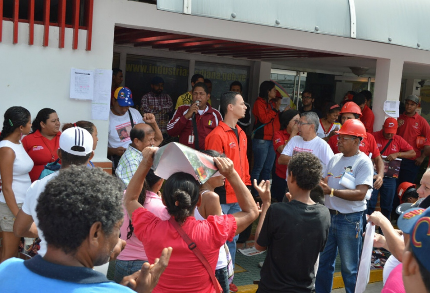 Workers protesting at their Industrias Diana plant in Valencia (Jenmar Rojas / Noticias24 Carabobo)