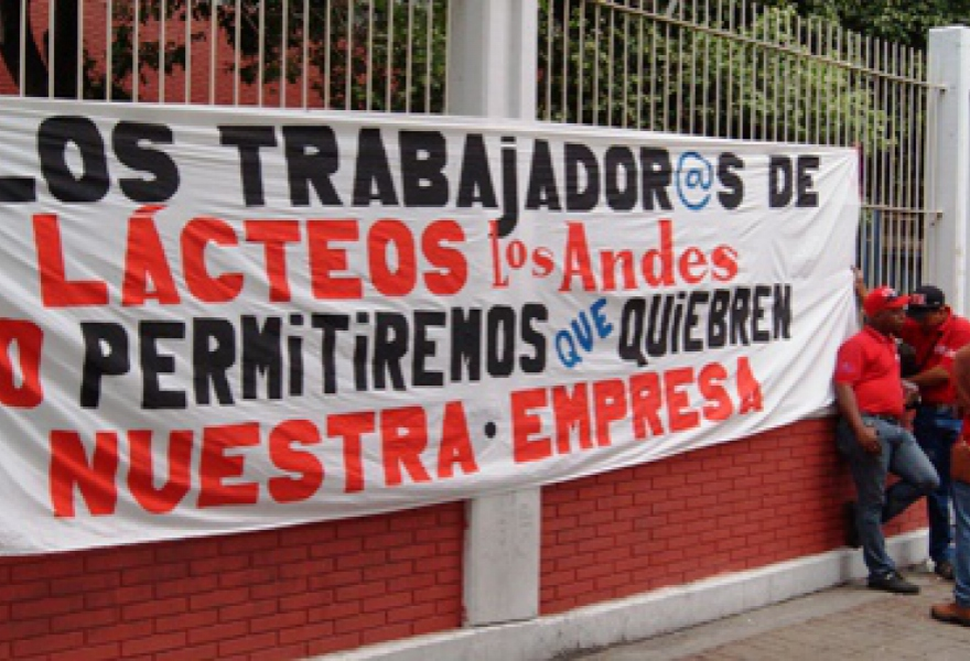 Lacteos Los Andes workers gathering for a protest and meeting with the Venezuelan presidency on Tuesday (Aporrea)
