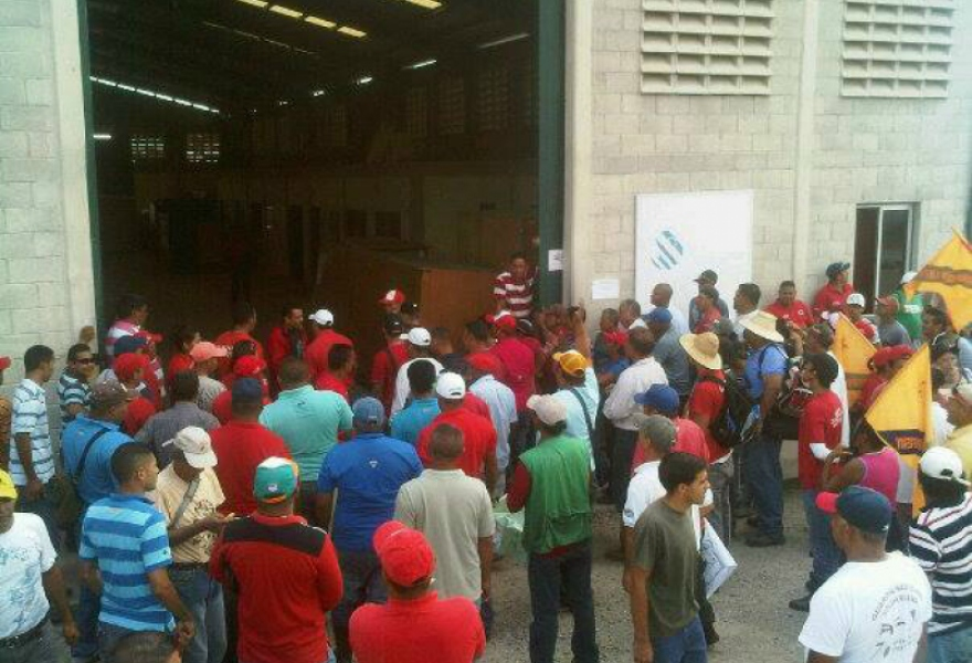 The occupation in the state run Pedro Camejo agricultural machinery and transport company, in the western state of Yaracuy (Prensa Comité de Conflicto Empresa Socialista Pedro Camejo)