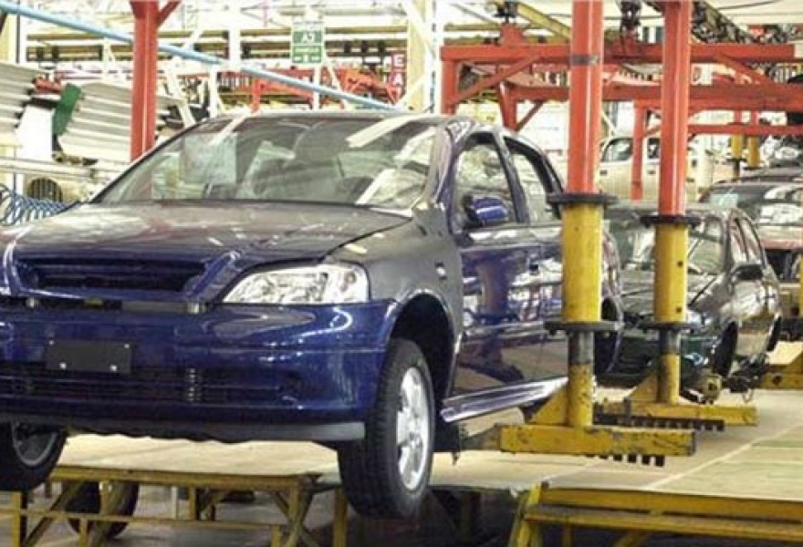 A Venezuelan car assembly worker union has warned that the sector faces production and labour difficulties, and has requested that the government implements a strategy to promote greater national car manufacturing (archive)