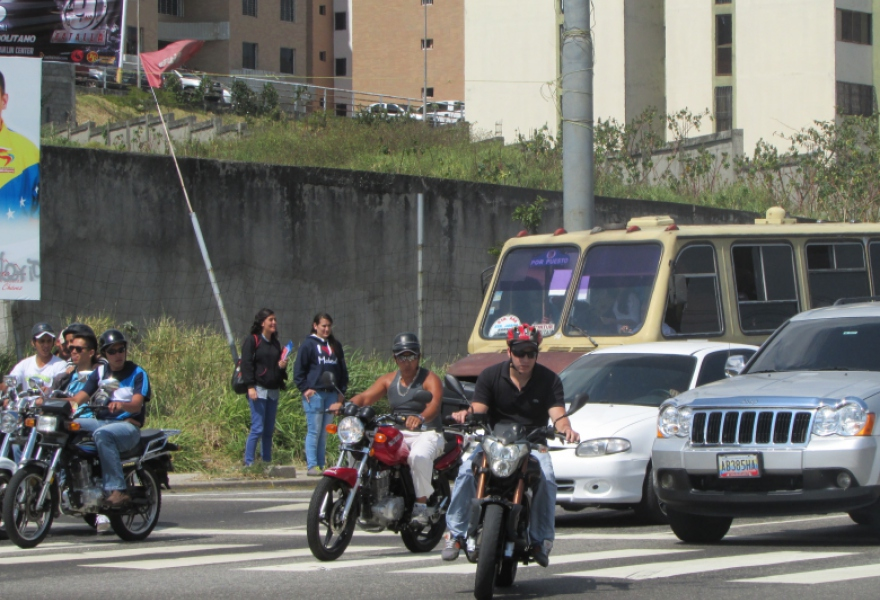 Many citizens share the perception of motorcycles as a transit pest and facilitator of violent crime, and publicly applaud the proposed ban (Ewan Robertson / Venezuelanalysis.com)