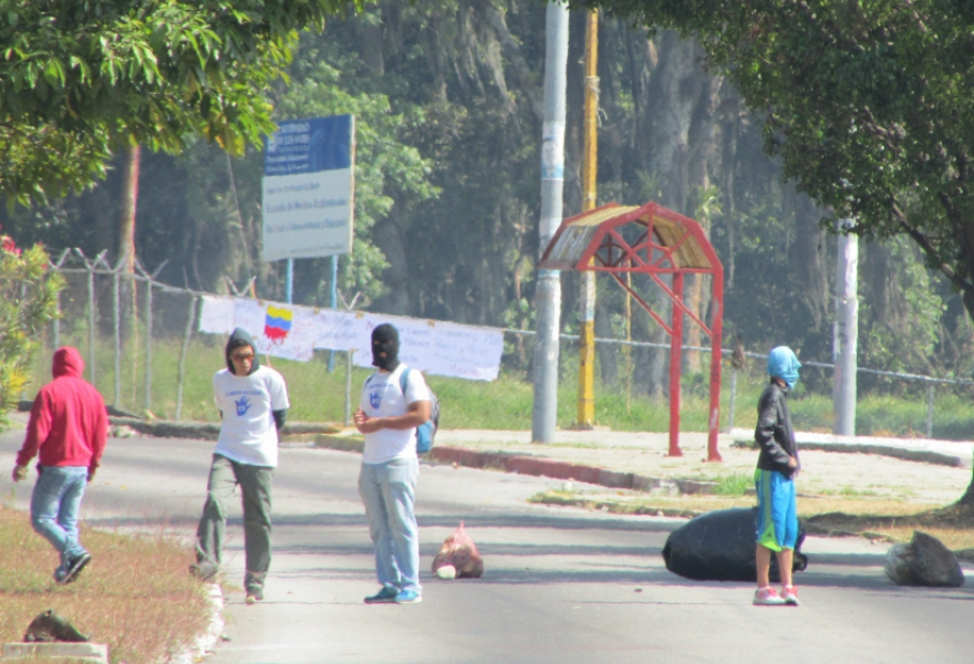 Students from the ULA in Mérida city have closed off the main road outside of the political science faculty for the past few days, stealing a truck and burning tires. The masked students often throw stones at passers-by to keep them away. (Ewan Robertson / Venezuelanalysis.com)