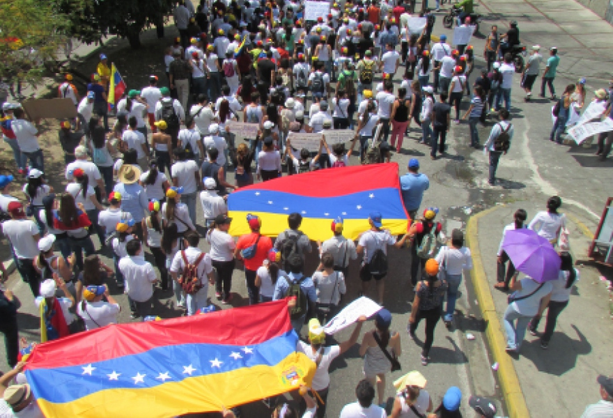 The opposition march in Mérida today (Ewan Robertson / Venezuelanalysis,com)