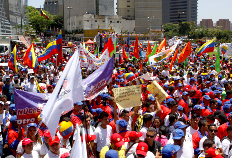 Thousands of pro-government students gathered in the central Plaza Venezuela to denounce the destruction of the UNEFA campus in Táchira state by what are considered to be far-right groups. (AVN)